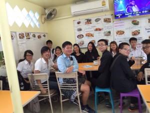 他の国からの留学生と一緒にタイ料理を食べに行きました。