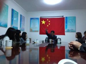 威海の人民政府にて、現地に20年お住まいの花岡さんから中国と日本のかかわりについて聞きました。勉強以上の勉強でした。