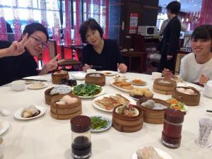山東省は海鮮料理の本場。引率の大矢は幸せでした。