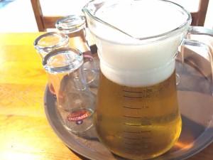 濾過された後の透き通ったビール