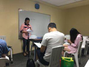 英語のテスト。みんな久しぶりの英語に四苦八苦。