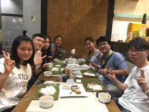 ショッピングの後はみんなでフィリピン料理を堪能しました。