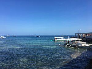 30分ほど移動し車を降りるととっても綺麗な海!