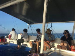 そこからさらに船で40分ほど移動、、、
